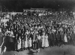 StateLibQld_1_89868_Revival_meeting_at_the_Olympic_Theatre_in_Charters_Towers,_1912